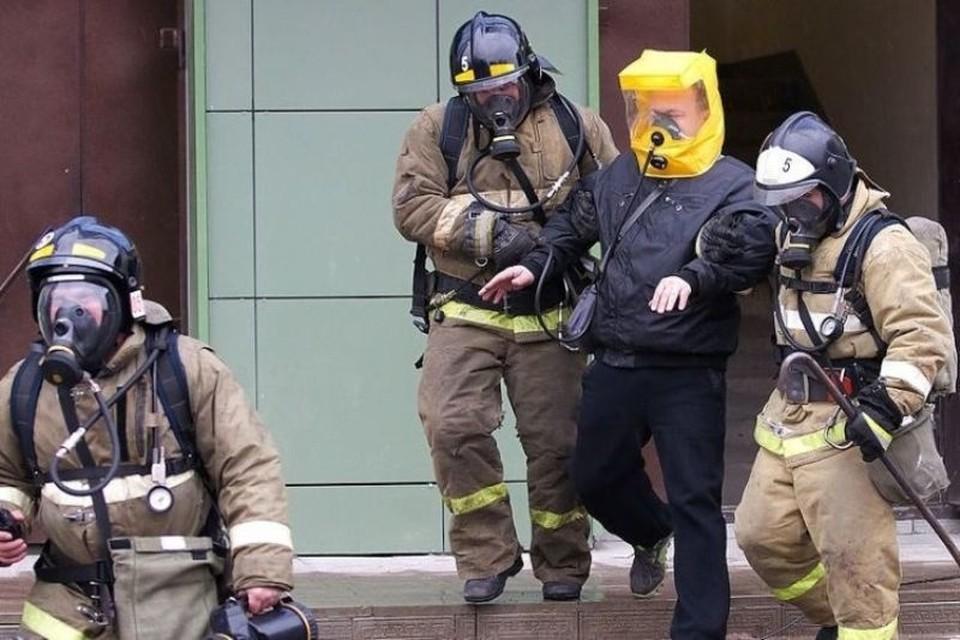 Около 20 человек спасались от пожара в Кузбассе. Фото: ГУ МЧС России по Кемеровской области.