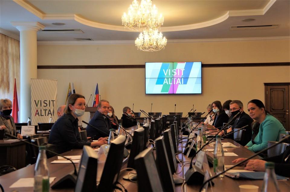 1 мая форум VISIT ALTAI завершит свою программу праздником «Цветение маральника»