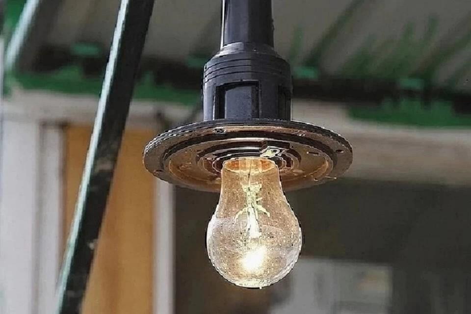 Почти 800 домов остались без света в Новосибирске.