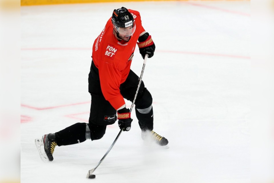 Тверичанин Илья Ковальчук стал трёхкратным обладателем кубка Гагарина. Фото: пресс-служба ХК «Авангард».