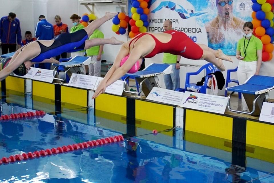 Пловцы из пяти регионов соревнуются за Кубок мэра в Хабаровске