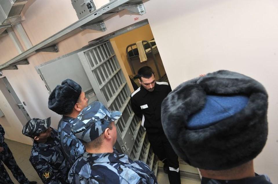 В Приморье работник колонии попался на взятке.