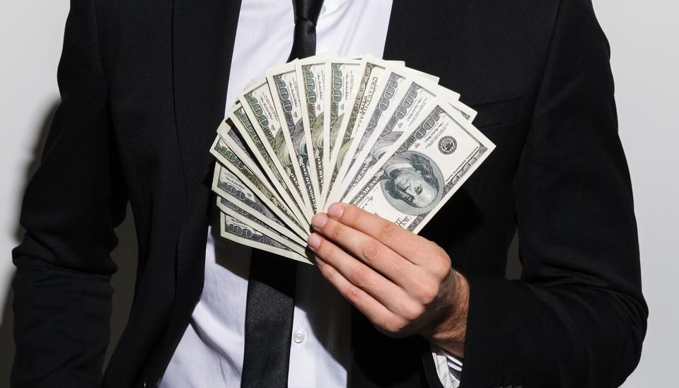 Стоимость доллара составляет 427,75 тенге по официальному курсу