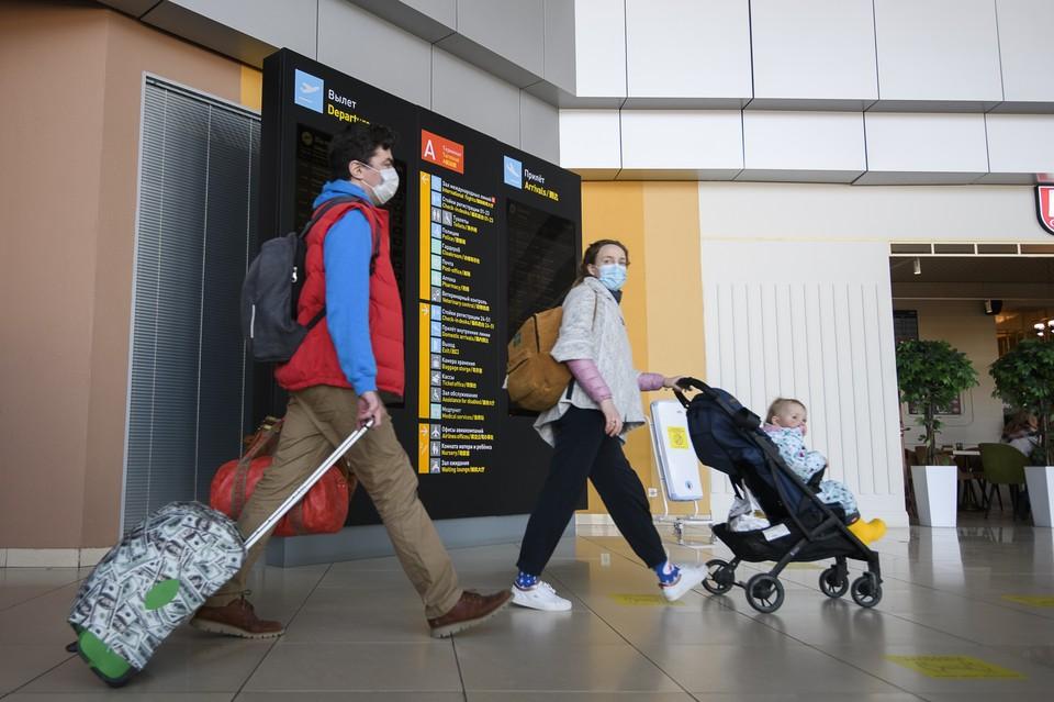 Сдача теста на коронавирус обязательна для россиян, возвращающихся в страну любым видом транспорта.