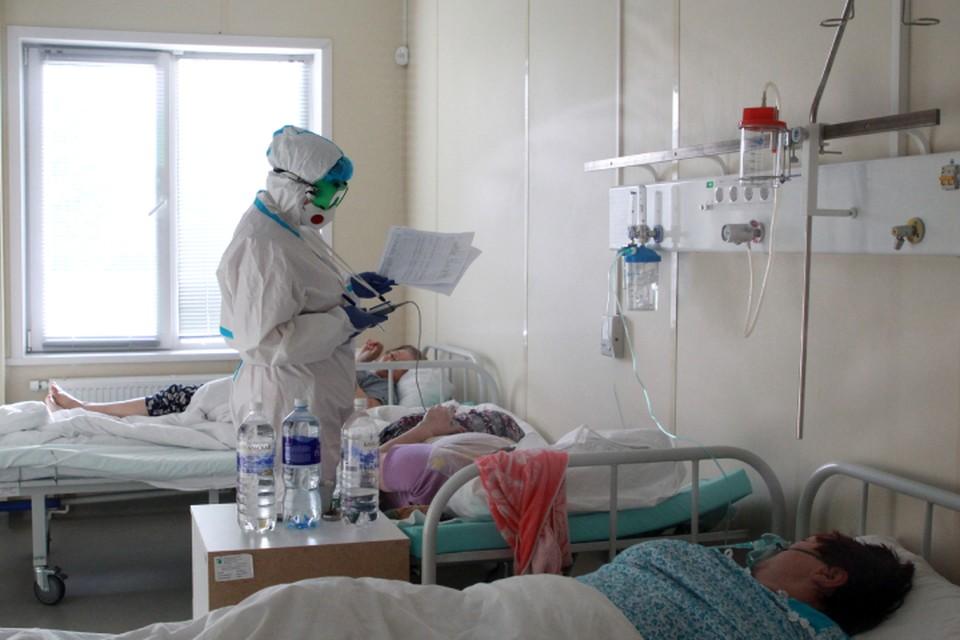 Каждый заболевший коронавирусом заражает 1-2 человек.