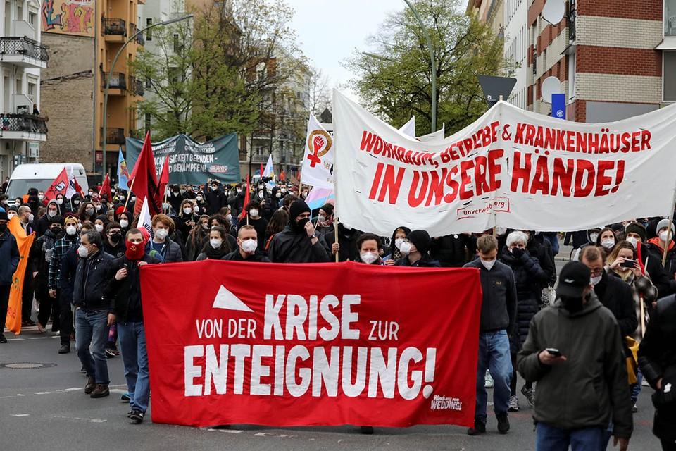 В Германии уже начали отмечать Первомай массовыми демонстрациями.