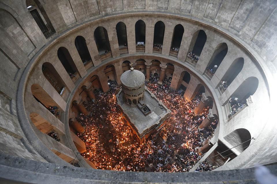 Традиционная церемония схождения Благодатного огня пройдет в субботу, 1 мая, в Иерусалиме в храме Воскресения Христова, известном так же как храм Гроба Господня.