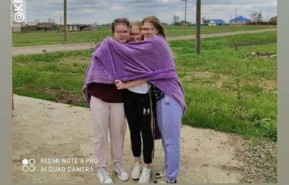 Девочки-баскетболистки дружили. Это фото они сделали за полчаса до трагедии.