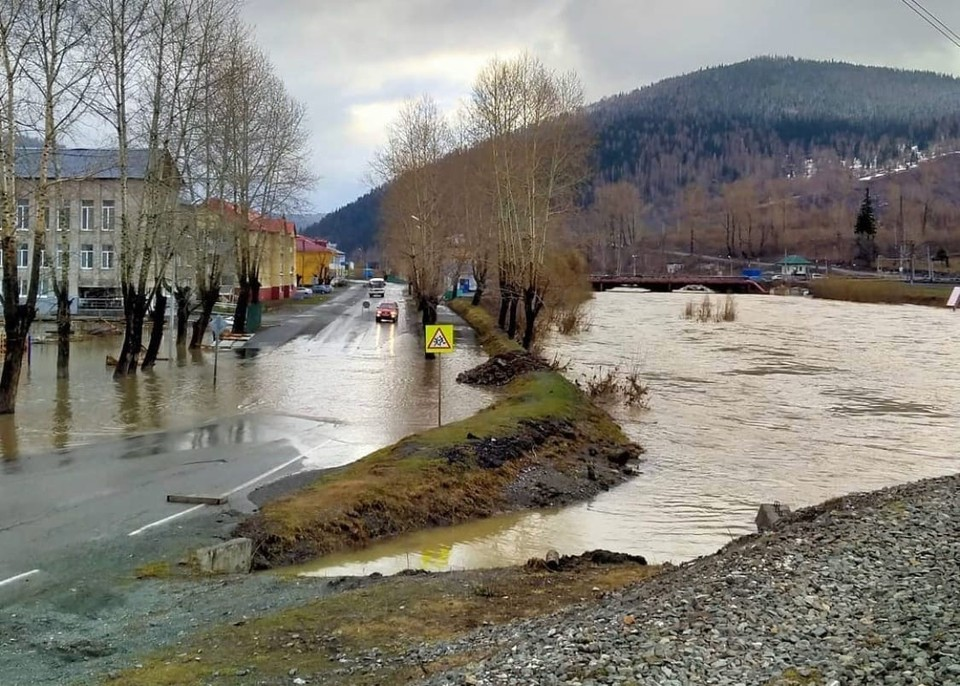Вода покидает улицы Таштагола. Фото: instagram.com/press_atr