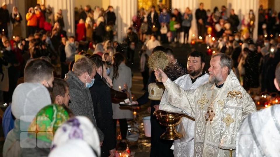 Верующие получили благословение митрополита. Фото: publika