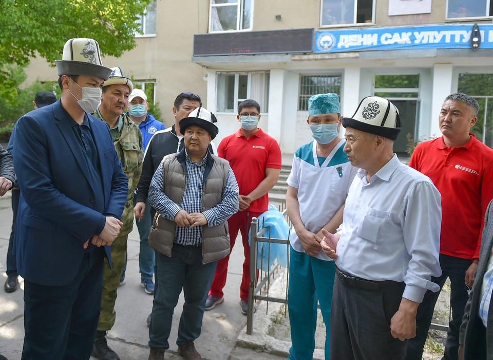 Премьер встретился с жителями приграничных сел Баткенской области.