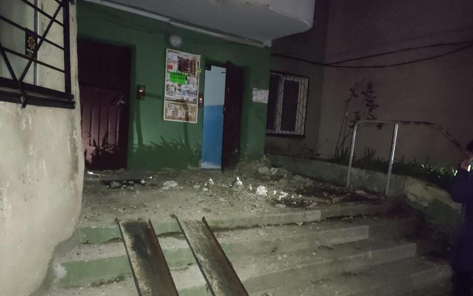 Плита летела с 16-го этажа. Фото: Дмитрий Крецу, ГБМ.