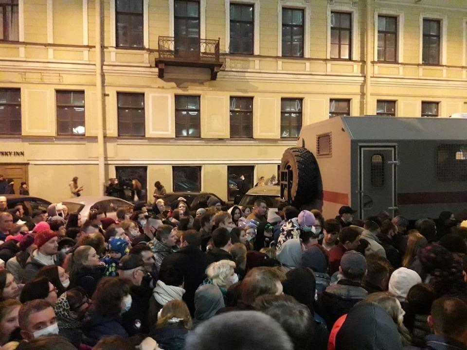 Путаница со временем на шоу дронов едва не привела к транспортному коллапсу в центре Петербурга.