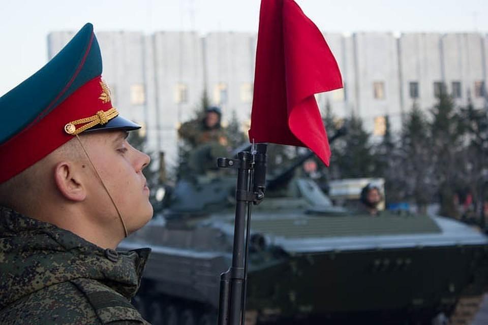 Стройными коробками по площади имени Ленина прошагают более 3700 военнослужащих