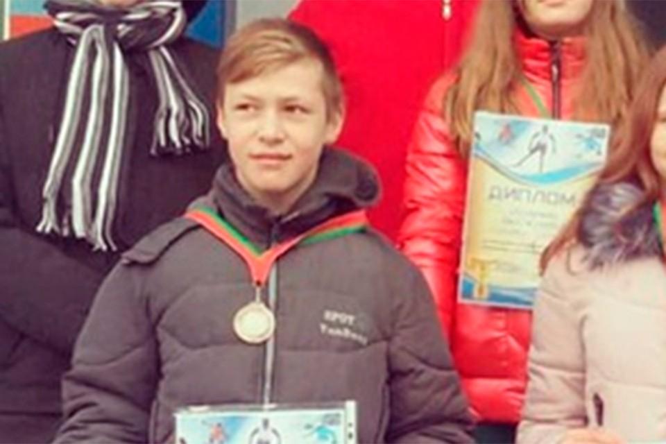 Рома побеждал во многих спортивных соревнованиях. Когда загорелся дом, 12-летний мальчик смог разбить стеклопакет и вынести из огня полуторагодовалого брата. Фото: сайт Занарочской школы.