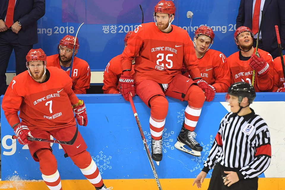 """Хоккейная сборная России вновь сыграет в красной форме. На Олимпиаде в Пхенчхане форма """"олимпийских спортсменов"""" стала в итоге """"золотой""""."""