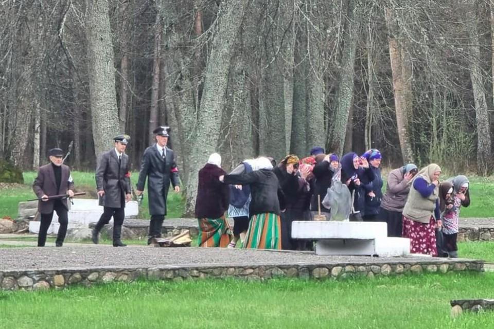 В Беларуси реконструировали сожжение деревни нацистами. Фото: скриншот видео