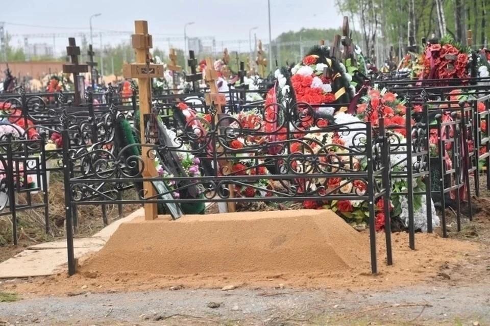 В Новосибирской области 73-летний пенсионер умер прямо на кладбище.