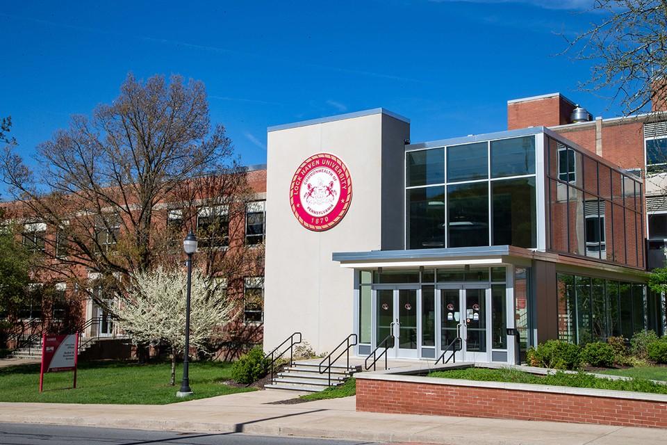 Преподаватели Университета Пенсильвании проголосовали за отказ от употребления терминов «первокурсник», «второкурсник» и «старшекурсник».