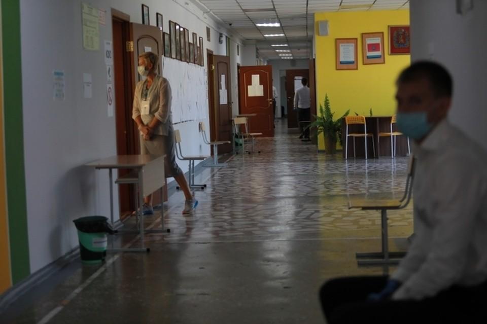 В одной из школ Ростовской области на видео попал конфликт между учителем и ученицей