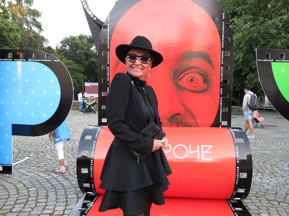 Светлана Афанасьевна не забывает Калининградскую область. Этот снимок был сделан во время визита актрисы на фестиваль «Короче».