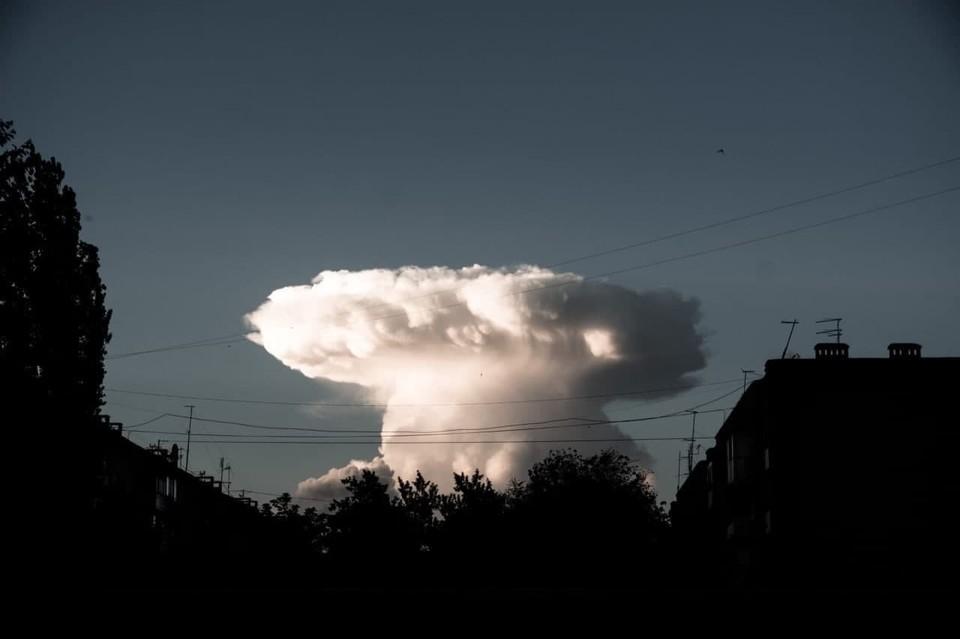 Странное облако поразило саратовцев. Фото из группы «Плохие новости 18+»