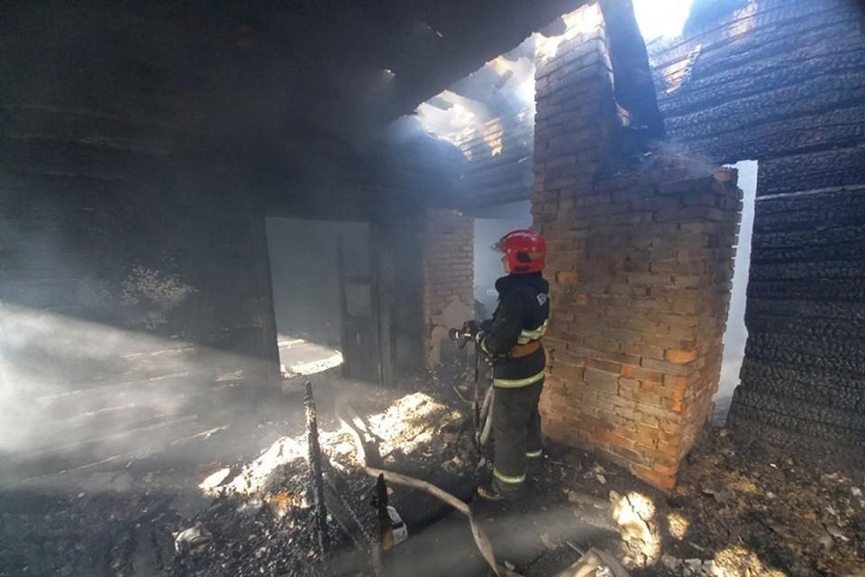 Женщина была на улице. когда начался пожар. Фото: МЧС.
