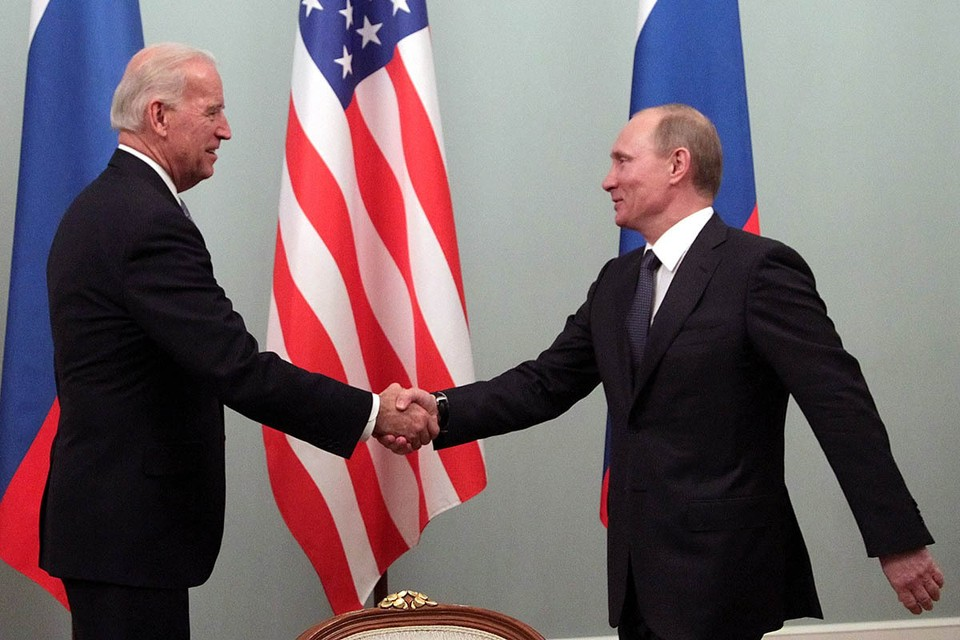 10 лет назад Байден в должности вице-президента встречался с премьер-министром Путиным в Москве. Фото: EPA/ТАСС