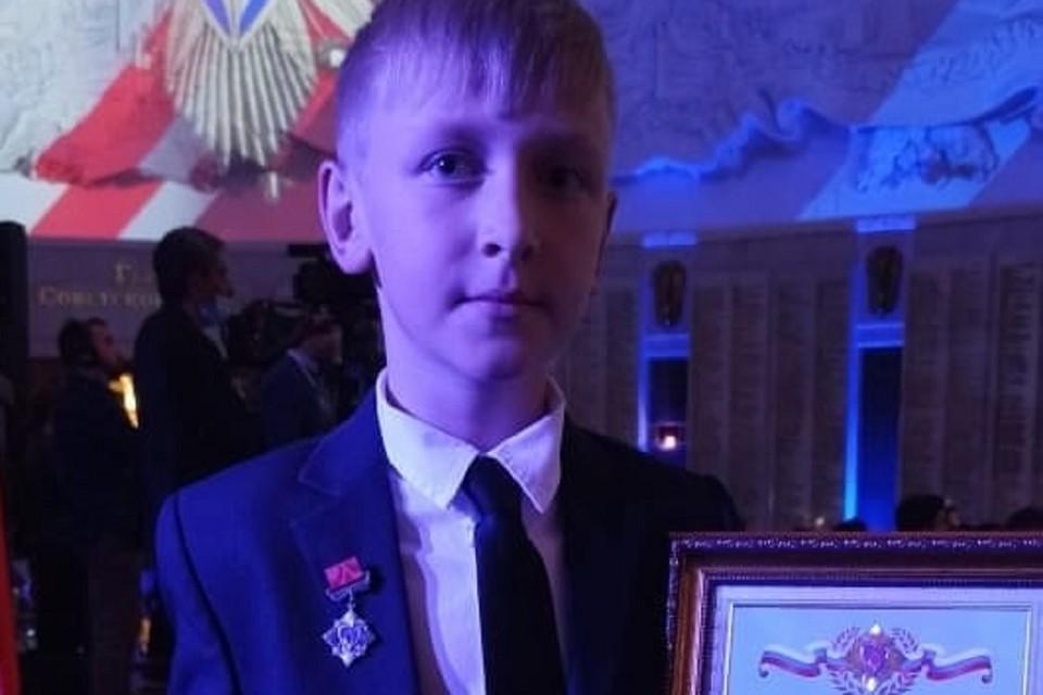 Донского школьника наградили в Москве за спасение из огня своей сестры. Фото: ГУ МЧС по РО