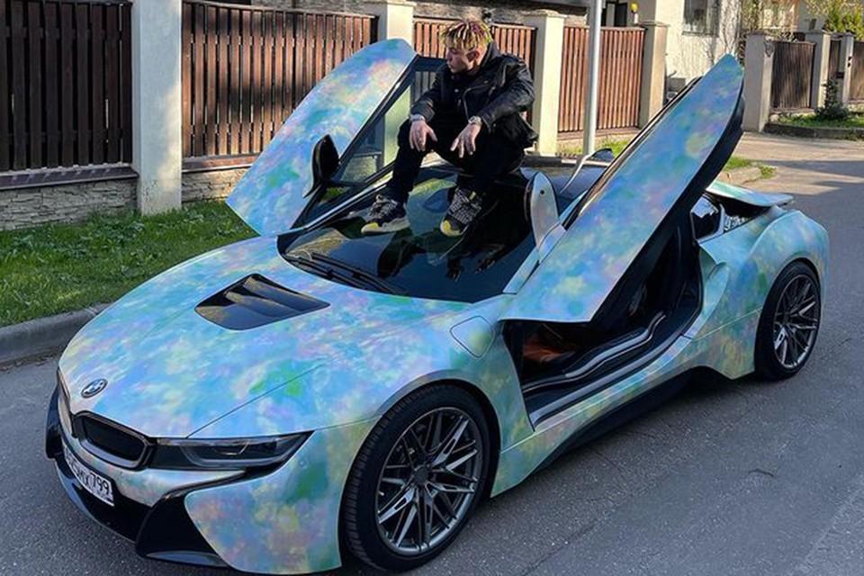 Похоже, что сотрудников ГИБДД предупредили о приближении узнаваемого BMW I8, его на посту ждали.