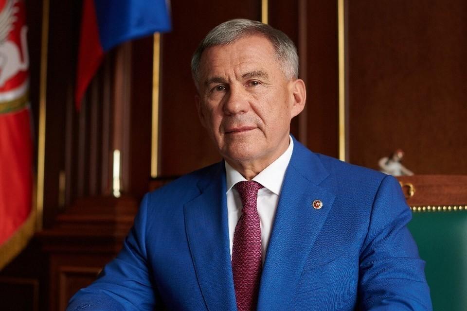 При этом глава региона также считает, что мировая Сеть принесла много позитивного - стерла границы и сделала информацию доступной для всех. Фото: president.tatarstan.ru