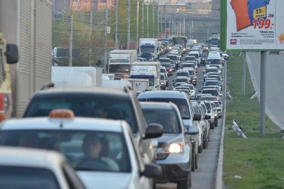 Новосибирск сковали 6-балльные пробки. Фото: Влад КОМЯКОВ