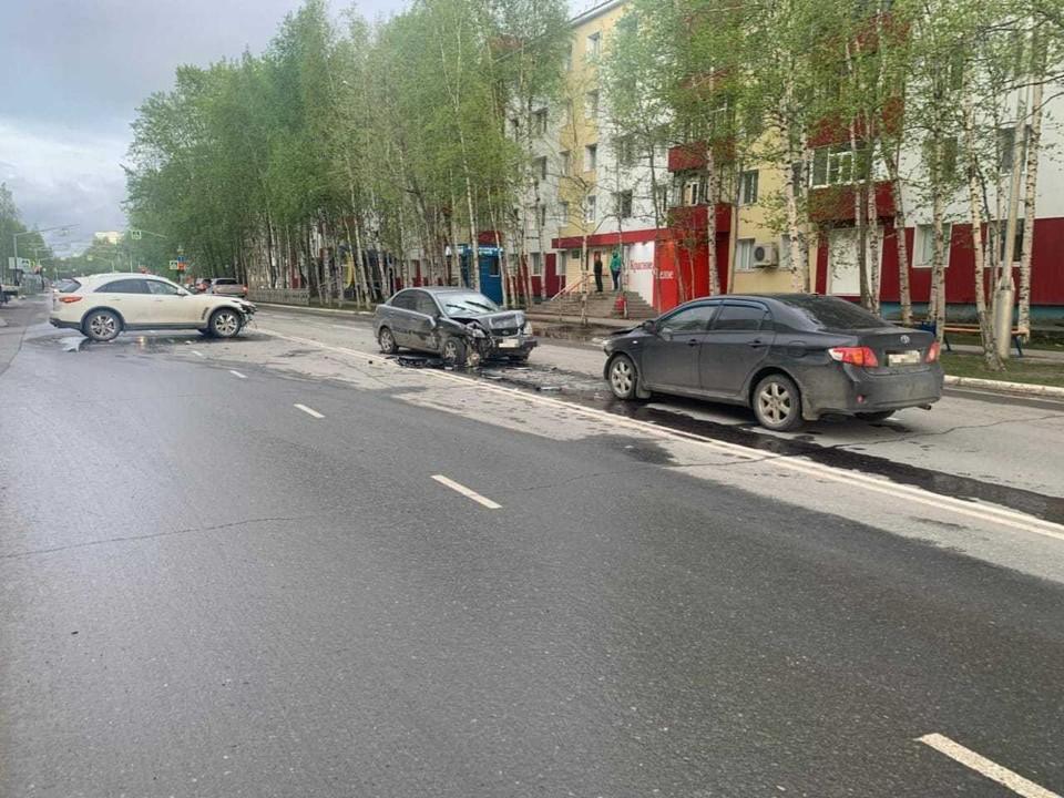 В Нижневартовске от столкновения трех автомобилей пострадала пассажирка Фото: ГИБДД России