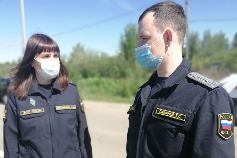 Приставы арестовали у организации шесть машин. Фото: УФССП России по Ярославской области.