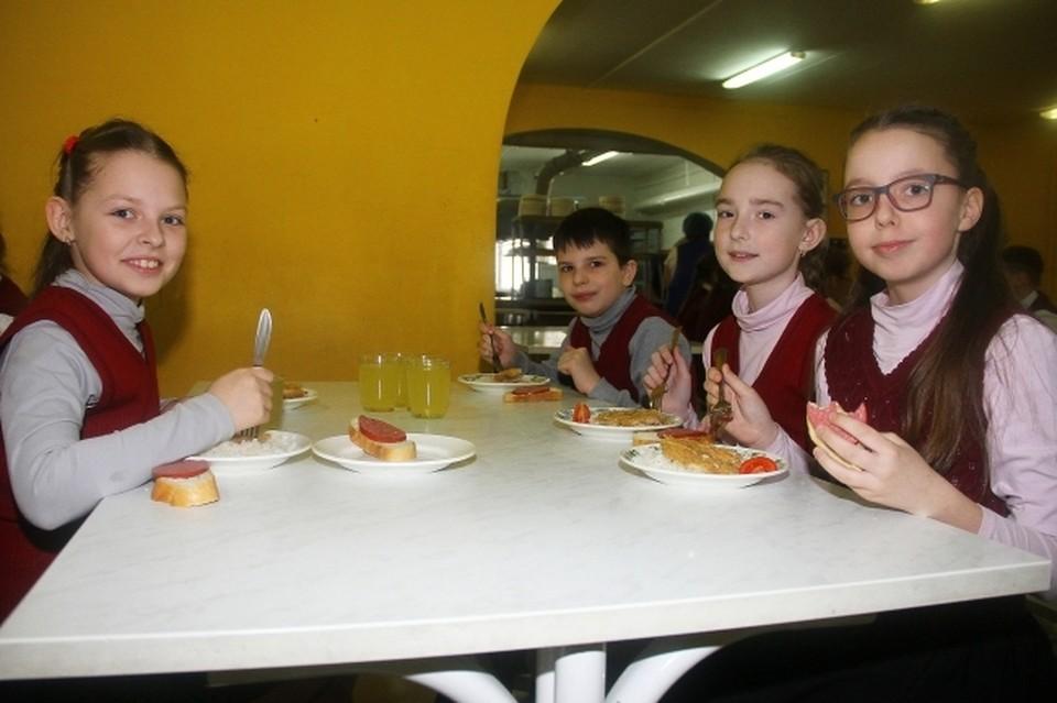 Электронные школьные карты начали использовать еще 4 школы в Смоленске.