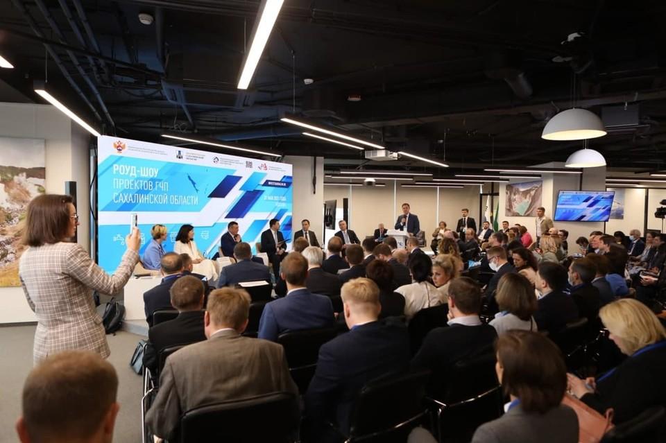 31 мая в Москве состоялось роуд-шоу сахалинских проектов ГЧП. По его итогам было объявлено, что власти региона до конца года заключат соглашения с российскими и зарубежными инвесторами более чем на 50 млрд рублей