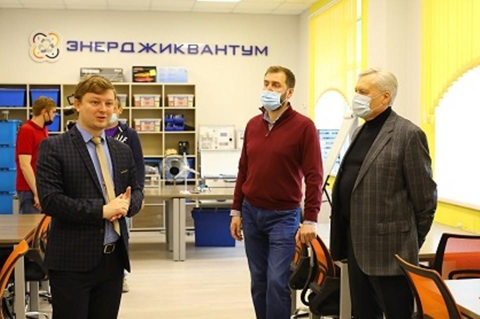 Александр Ведерников: необходимо развивать информационную среду в школах.