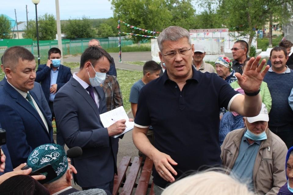 Хабиров лично приехал в деревню, где произошло ДТП