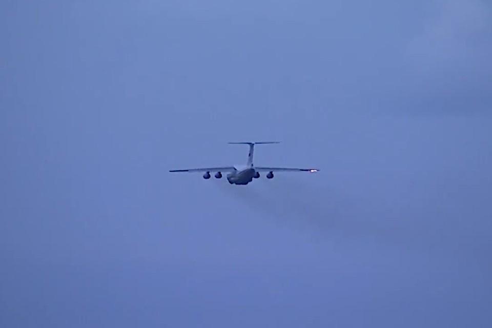 В Тверской области ИЛ-76 летали с одним отказывающим двигателем. Это были учения. Фото: принтскрин видео с телеканала «Звезда».