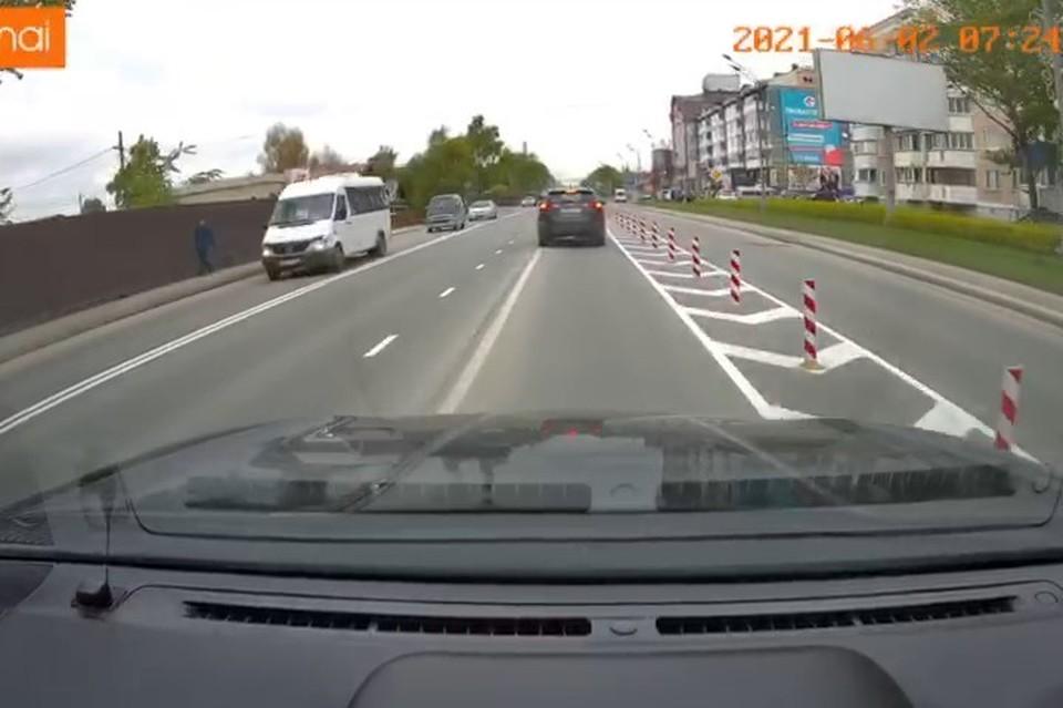 Водителей просят внимательно смотреть на знаки и ехать по разметке