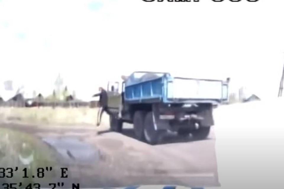Тулунчанин на ходу выпрыгнул из грузовика, чтобы скрыться от сотрудников ДПС