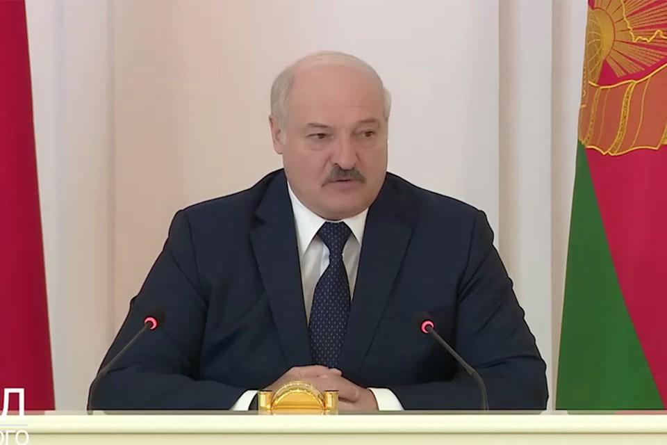 Лукашенко: «Я бы попросил белорусов: давайте полетаем по Беларуси».