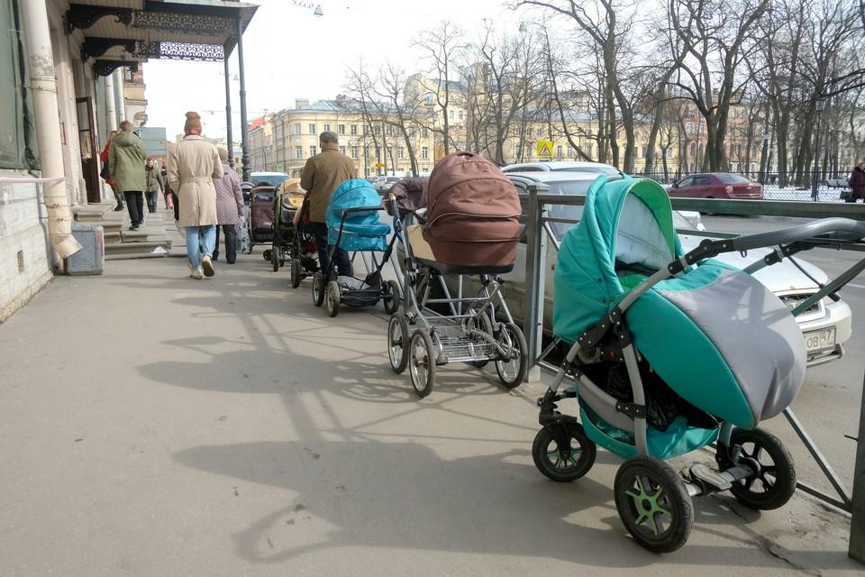 Депутаты пересмотрели закон о почетных званиях для многодетных семей.