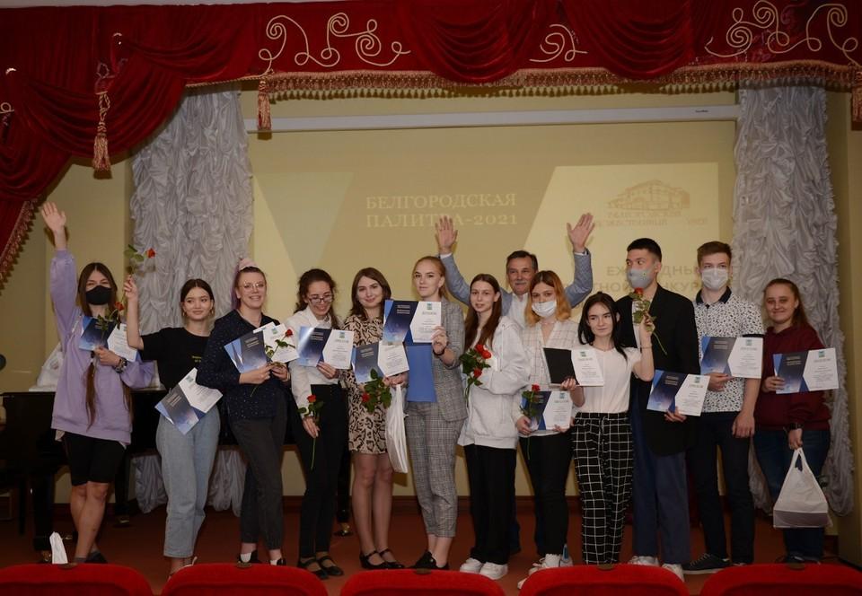 Лучшие работы молодых художников представлены на выставке «Белгородская палитра» в Белгородском художественном музее.