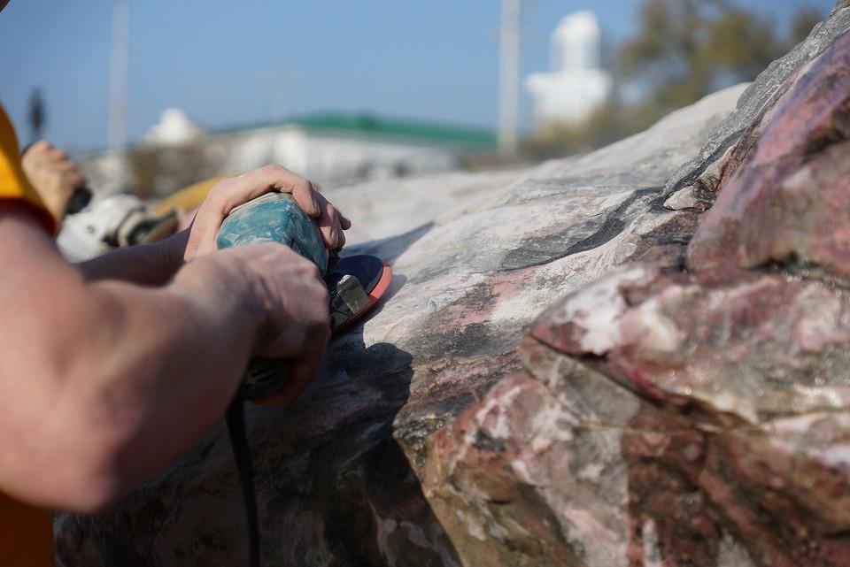 Гранитные скалы будут отмывать участники геологических кружков
