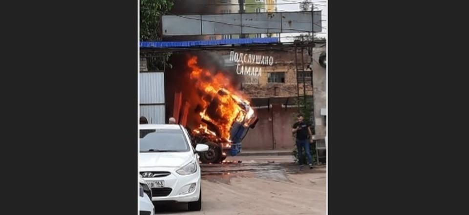 Грузовик загорелся в Самаре. Фото - соцсети