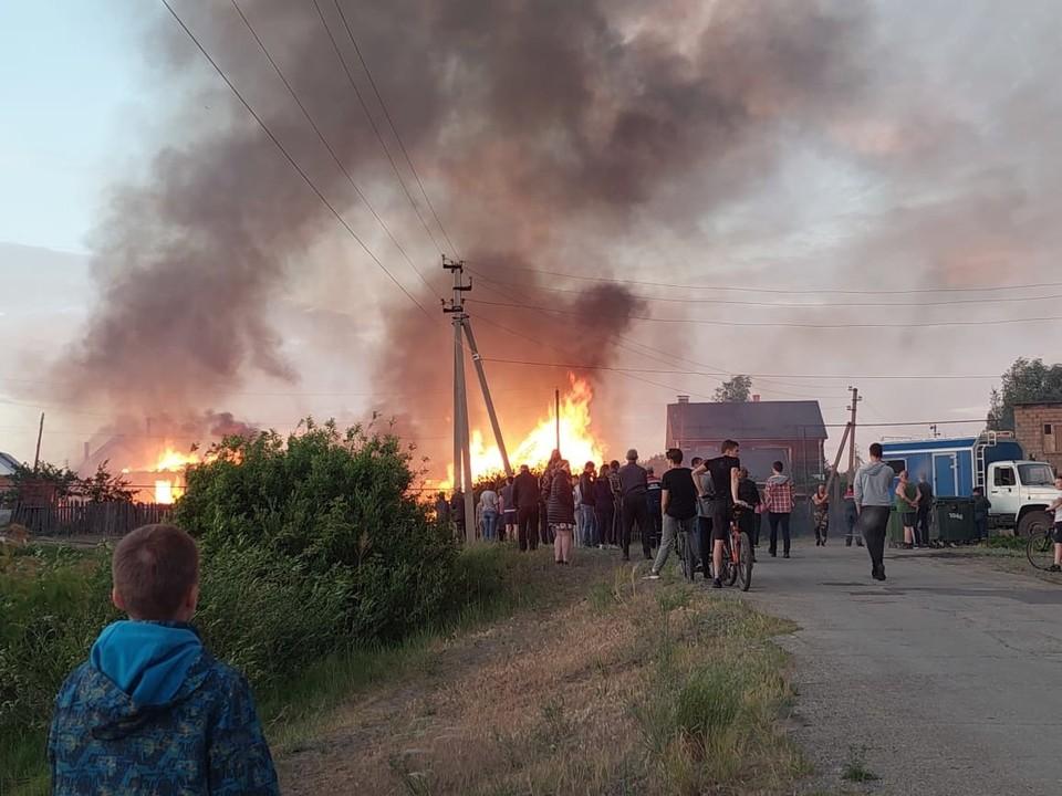 В Узюково произошел крупный пожар. Фото - соцсети