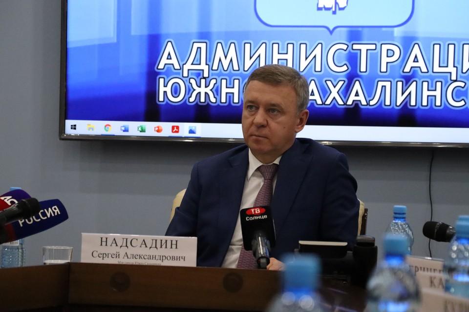 На брифинге 4 июня журналисты поинтересовались у мэра Сергея Надсадина, возможно ли развести ремонтные работы так, чтобы в городе не было сильных заторов