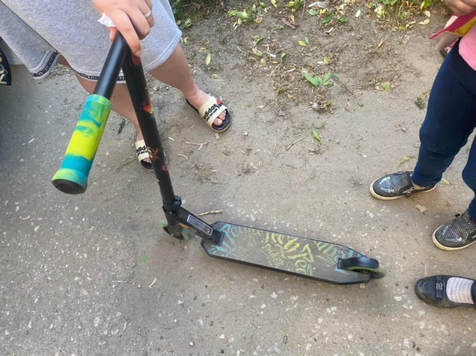 Под колеса иномарки в Рязани попали 6-летняя девочка на самокате.