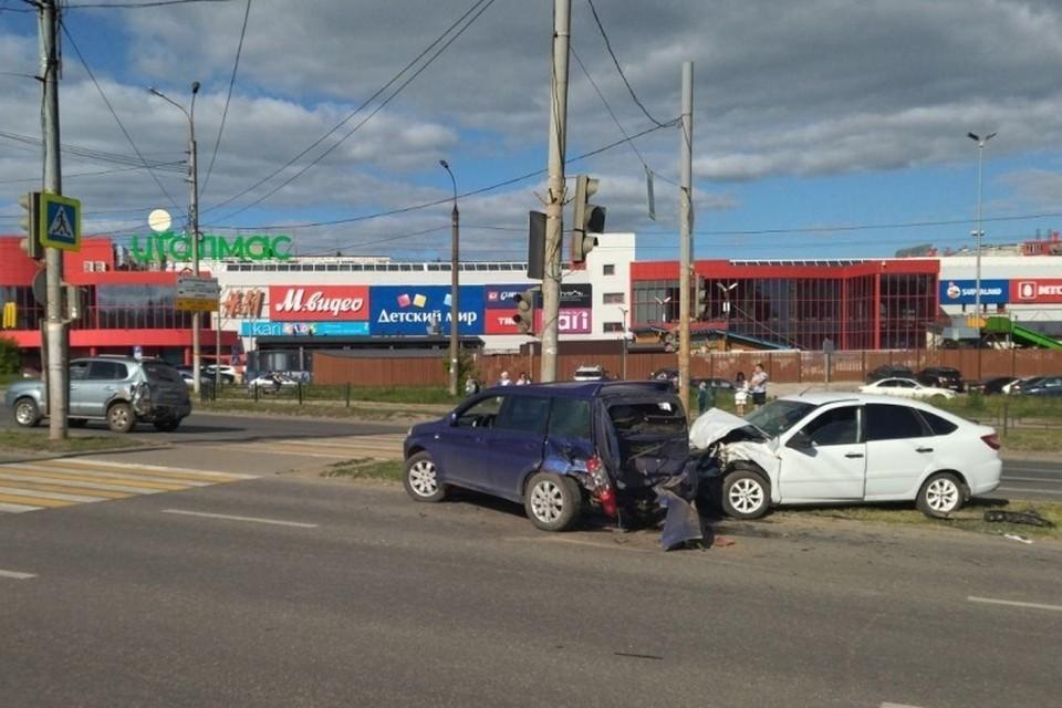 Авария сразу с 4 машинами произошла в Ижевске
